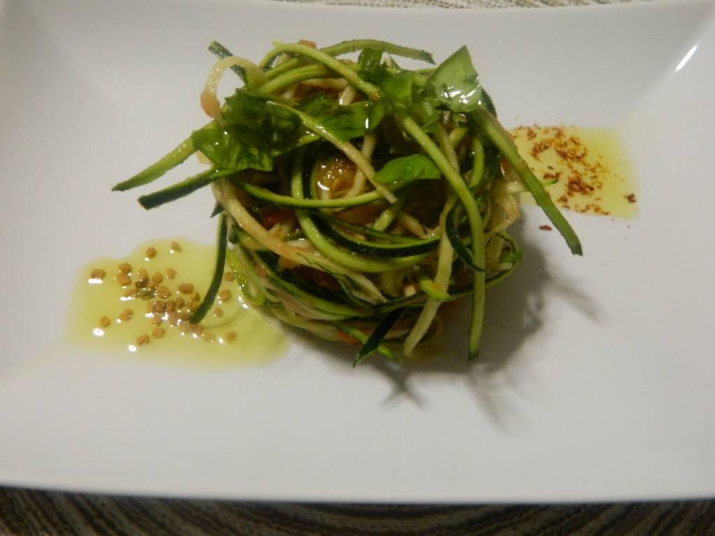 Spaghetti di zucchine alla mediterranea – Ricetta raw – Ingredienti – Sole in cucina
