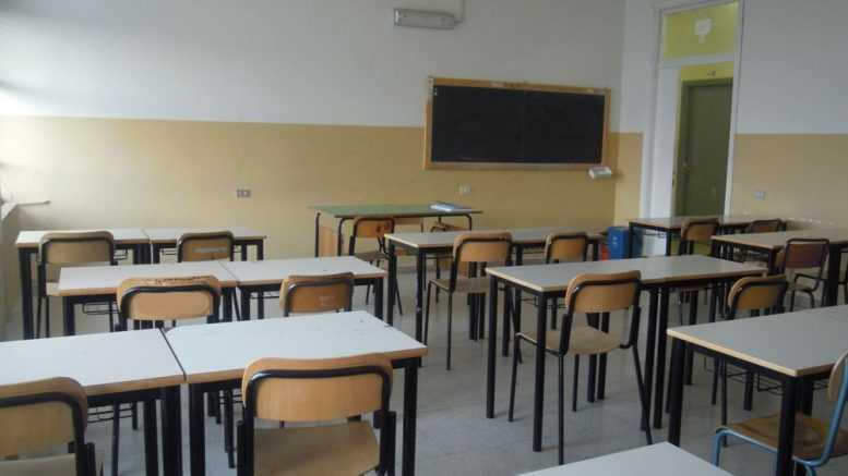La Voce dei Piacentini. In Francia scuola dell'obbligo dai 3 anni, favorevoli o contrari a portare il progetto anche in Italia?