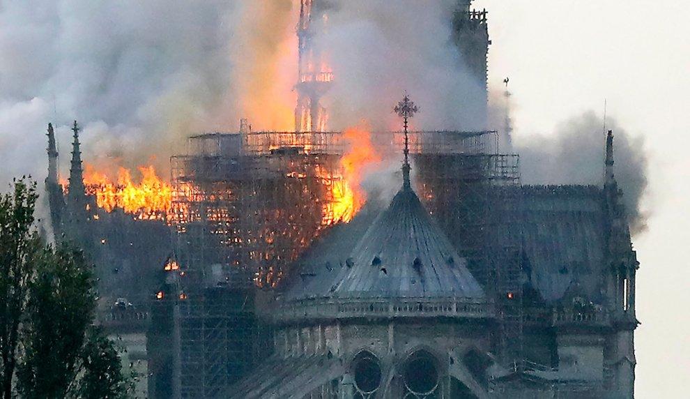 """Suonano le campane per Notre Dame, Ambrosio: """"Solidarietà a tutti i francesi"""" – AUDIO"""