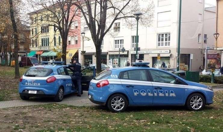 Rissa in via Torricella, due persone accoltellate