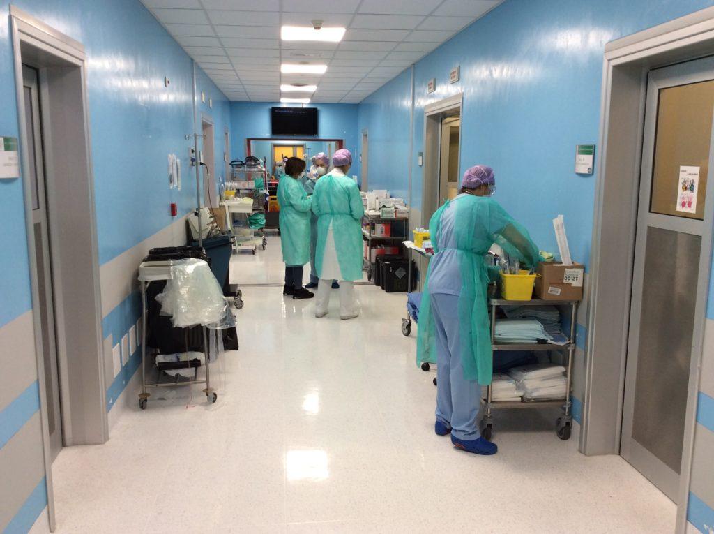 Coronavirus, altra giornata tragica con 29 decessi. A Piacenza un reparto per la riabilitazione dei pazienti
