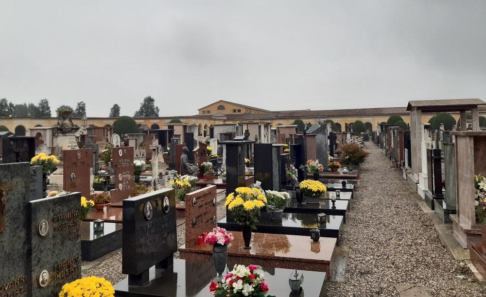 """Al cimitero tumulazioni più che raddoppiate, 180 nel solo mese di marzo: """"Ma il sistema regge"""""""